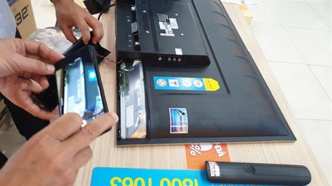 Ti vi Asanzo 32 inches do bà Tuyền mua tại Điện Máy Xanh ở Long An
