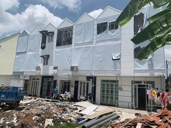 Một khu nhà vi phạm xây dựng mọc lên tại H.Nhà Bè /// Ảnh: Đình Sơn
