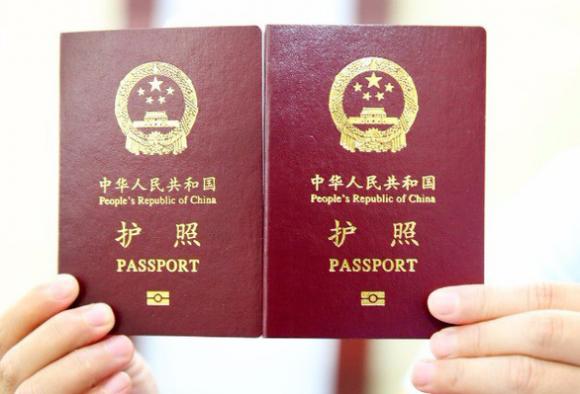 Philippines đóng dấu bản đồ Biển Đông lên hộ chiếu du khách Trung Quốc - Ảnh 1.