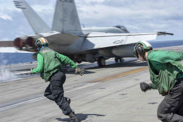 Tàu sân bay uy lực của Mỹ tuần tra Biển Đông - 1