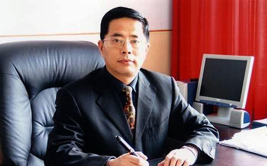 Ông Tần Đức Lượng, Trưởng phòng Thú y được điều sang làm Trưởng phòng Giáo dục Cáp Nhĩ Tân đang gây tranh cãi.