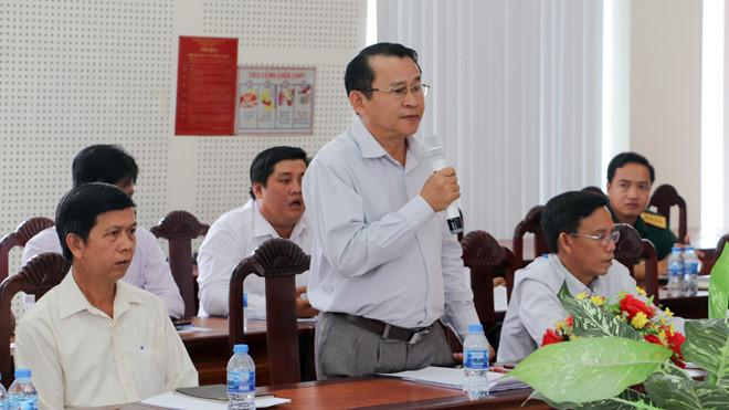Trưởng ban Tuyên giáo Huyện ủy Châu Thành, ông Nguyễn Văn Châu phủ nhận thông tin cho rằng chủ thầu công trình bị sập mái sau vài tháng sử dụng là cháu nguyên Bí thư tỉnh uỷ Hậu Giang /// Ảnh: Đình Tuyển