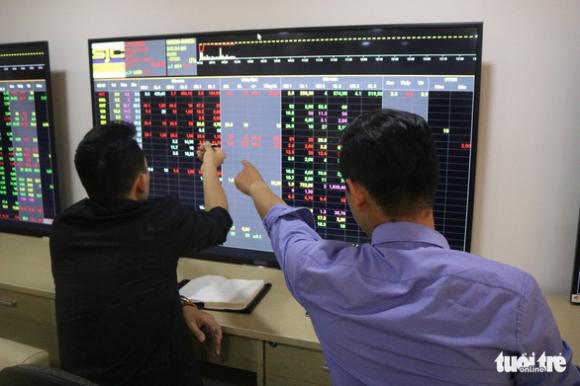 Ông Trịnh Văn Quyết bán 70 triệu cổ phiếu do lợi nhuận hai doanh nghiệp giảm? - Ảnh 1.