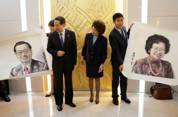 Nữ Bộ trưởng Giao thông Mỹ gốc Hoa Elaine Chao bị điều tra vì thông đồng với Trung Quốc và mưu lợi riêng - Ảnh 2.
