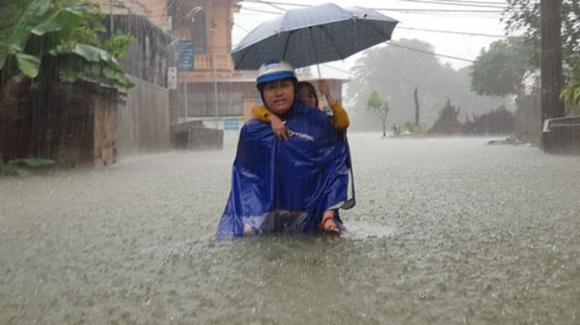 Vụ ngập gần 6.000 nhà dân ở TP Vinh: Làm đường quên làm cống - Ảnh 1.