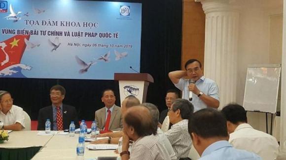 Thiếu tướng Lê Mã Lương, nguyên Viện trưởng Việt Nghiên cứu Lịch sử Quân sự, Bộ Quốc phòng VN, phát biểu tại Tọa đàm