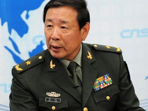 Tuong Trung Quoc keu goi danh chim 2 tau san bay My tren Bien Dong, gay thuong vong 10.000 nguoi hinh anh 1