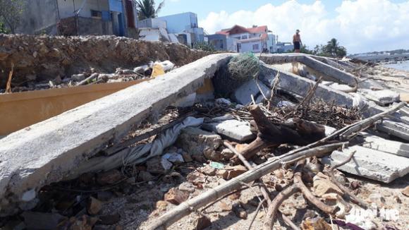 Kè sông 12 tỉ vừa xây xong sập gần hết, lộ ra nhiều chỗ không cốt thép - Ảnh 6.