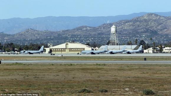 Máy bay sơ tán công dân Mỹ khỏi Vũ Hán bị buộc đáp xuống sân bay quân sự vào phút chót - Ảnh 2.