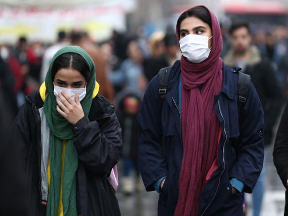 Người dân đeo khẩu trang ở trung tâm thủ đô Tehran, Iran /// Reuters