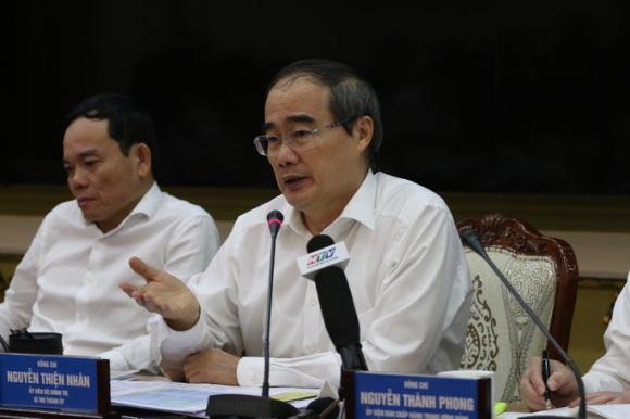 Bí thư Thành ủy TP HCM: Ngăn chặn dịch Covid-19 từ đầu, không để lây lan - Ảnh 1.
