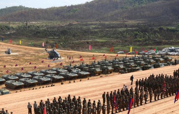 Bất chấp COVID-19, gần 3.000 binh sĩ Campuchia tập trận lớn với Trung Quốc - Ảnh 1.
