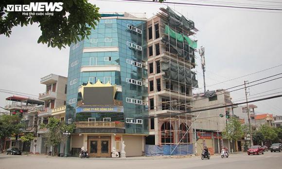 Hai tòa nhà của Đường 'Nhuệ' vi phạm trật tự xây dựng, vẫn đứng sừng sững - 1