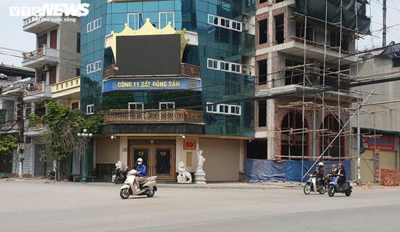 Hai tòa nhà của Đường 'Nhuệ' vi phạm trật tự xây dựng, vẫn đứng sừng sững - 3