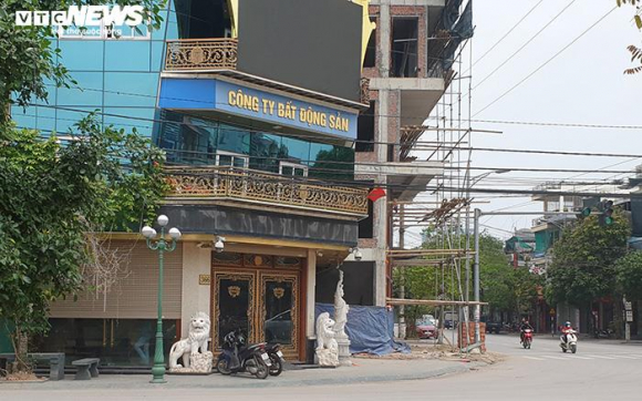 Hai tòa nhà của Đường 'Nhuệ' vi phạm trật tự xây dựng, vẫn đứng sừng sững - 4
