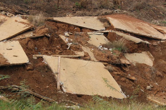 Công trình chưa bàn giao đã hư hỏng khi mùa mưa chưa bắt đầu - 6