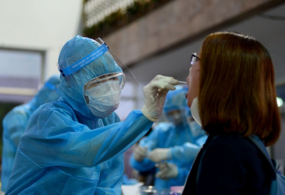 Bệnh nhân tái nhiễm Covid-19 tiếp xúc nhiều người trước khi về Anh - 2
