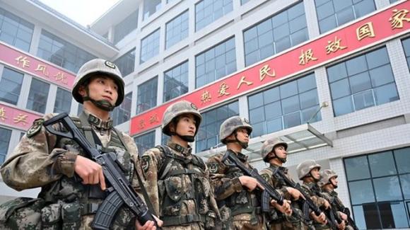Báo Anh The Sun cho rằng Trung Quốc có kế hoạch chỉnh sửa gene để tạo ra những siêu binh sĩ trên chiến trường (Ảnh: Đông Phương).