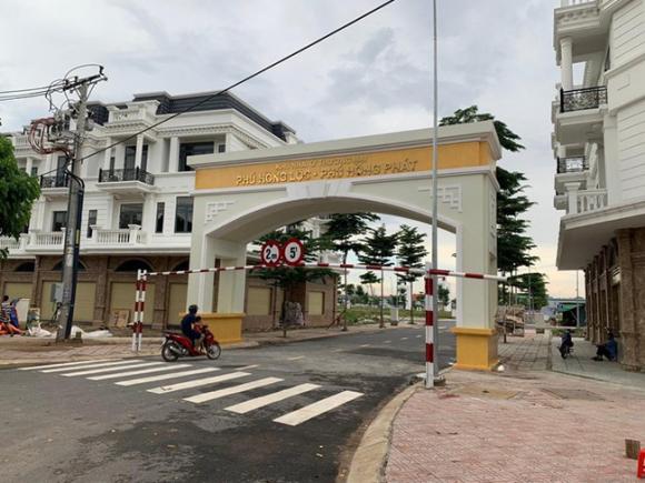 """Bình Dương: Phó Chủ tịch thị xã ký 107 sổ đỏ trong 1 ngày cho """"đại gia"""" bất động sản - Ảnh 4."""
