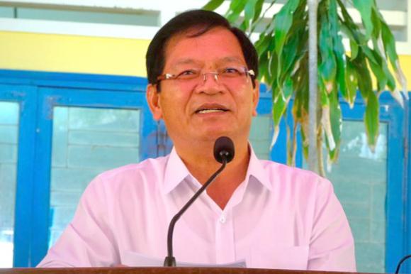 Bí thư và chủ tịch Quảng Ngãi gửi đơn cho Bộ Chính trị, Ban Bí thư xin thôi chức - Ảnh 1.