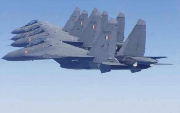 Làm trung gian hòa giải Trung - Ấn, vì sao Nga tăng cường bán vũ khí cho Ấn Độ? - ảnh 1