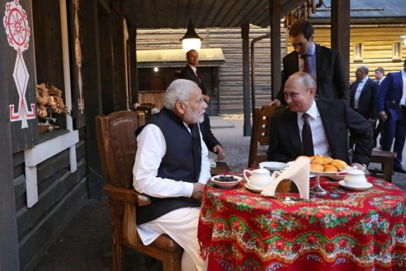 Làm trung gian hòa giải Trung - Ấn, vì sao Nga tăng cường bán vũ khí cho Ấn Độ? - ảnh 2