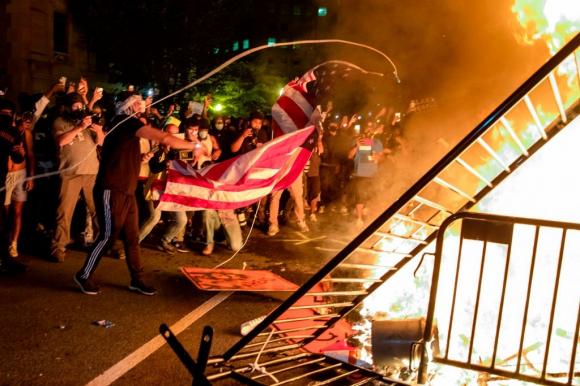 """Bạo lực lan rộng ở Mỹ có """"công"""" không nhỏ nhờ vào sự hỗ trợ đắc lực của các nghị sĩ Dân chủ, truyền thông cánh tả và đặc biệt là CEO Twitter Jack Dorsey."""