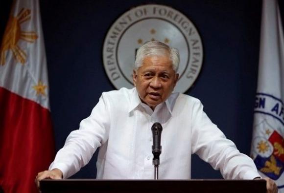 Cựu ngoại trưởng Philippines đòi tịch thu tài sản Trung Quốc vì tàn phá Biển Đông - Ảnh 1.