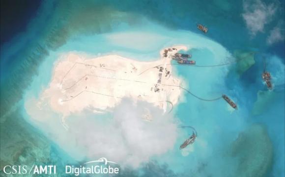 Cựu ngoại trưởng Philippines đòi tịch thu tài sản Trung Quốc vì tàn phá Biển Đông - Ảnh 2.