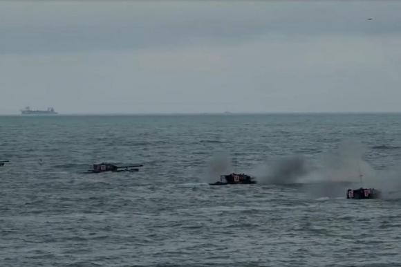 Giữa lúc quan hệ hai bên Eo biển căng thẳng, quân đội Trung Quốc rầm rộ diễn tập tấn công Đài Loan - ảnh 1
