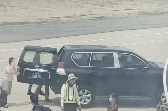 Chiếc xe đón Phó bí thư Phú Yên sát máy bay còn giá trị hơn 490 triệu đồng - ảnh 1