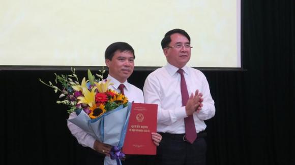 Ông Dương Đình Ổn nhận quyết định làm Phó giám đốc Sở LĐ-TB-XH TP.Hải Phòng /// Ảnh HP