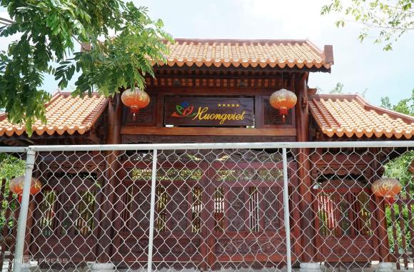 Mặt tiền của Công viên cây xanh kết hợp một số dịch vụ văn hóa thể thao đa năng phường Trần Phú là quán cà phê Hương Việt. Ảnh: Phạm Linh.