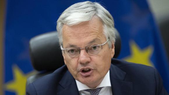 Sau Hồ sơ Cyprus, quan chức EU muốn hủy chương trình đầu tư thị thực toàn châu Âu - Ảnh 1.
