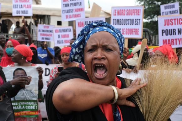 Đảo chính ở Mali, tổng thống và thủ tướng bị bắt giữ - Ảnh 1.