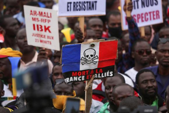 Đảo chính ở Mali, tổng thống và thủ tướng bị bắt giữ - Ảnh 2.
