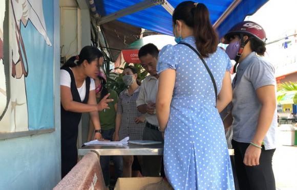 Ở TP.HCM phải mua SGK lớp 1 tận Hà Nội vì... thiếu sách - ảnh 1