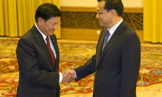 """Trung Quốc đang tuyên truyền với chính quyền và người dân Lào rằng: """"Các bạn không thực sự mất chủ quyền với lưới điện quốc gia nào hết... Trung Quốc là đang giúp đỡ Lào mà thôi!"""" (Ảnh: ADRIAN BRADSHAW/AFP qua Getty Images)"""