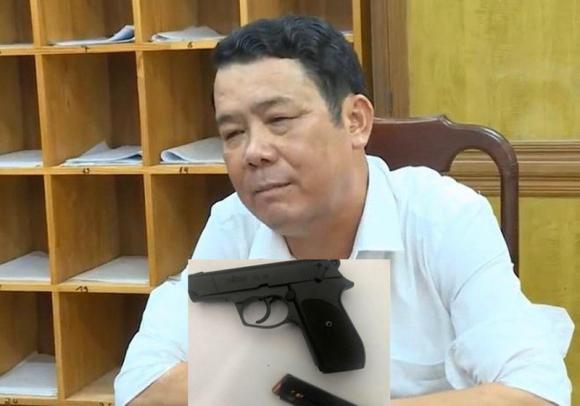 """Ong Suong rut sung de doa tai xe o Bac Ninh: Vi sao bi dieu tra """"De doa giet nguoi""""?"""