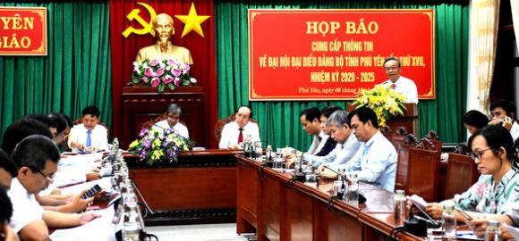Đại hội Đảng Phú Yên: chỉ sử dụng cặp giấy giả da, quà được quy ra tiền - Ảnh 1.