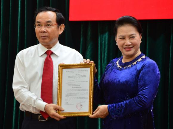 Bo Chinh tri phan cong ong Nguyen Van Nen ve TP.HCM anh 2