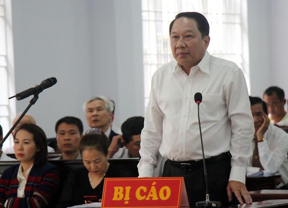 Bị cáo Phan Hòa Bình tại phiên tòa tháng 7/2018. Ảnh: Trường Hà.