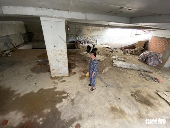 Vô trong nhà 5 tầng nổi, 4 tầng hầm: Hầm rộng mênh mông, tối om, sâu hun hút... - Ảnh 1.