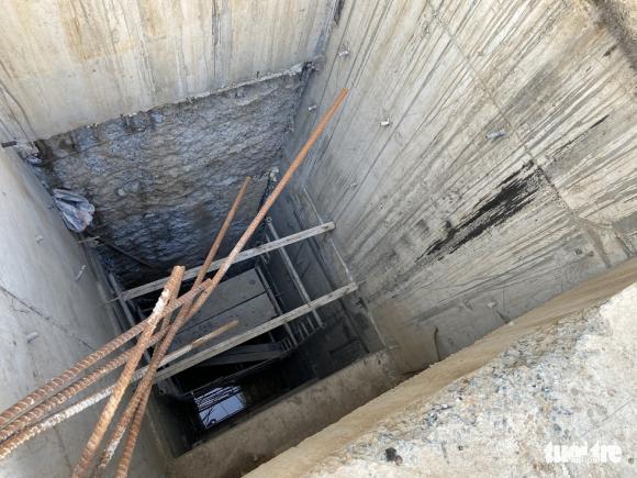Vô trong nhà 5 tầng nổi, 4 tầng hầm: Hầm rộng mênh mông, tối om, sâu hun hút... - Ảnh 3.