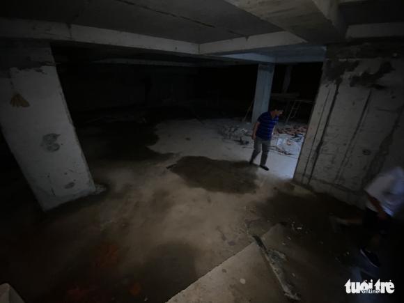 Vô trong nhà 5 tầng nổi, 4 tầng hầm: Hầm rộng mênh mông, tối om, sâu hun hút... - Ảnh 5.