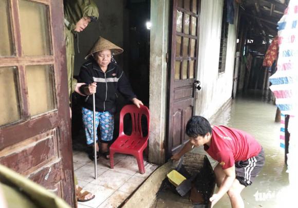 Hồ Kẻ Gỗ xả lũ 900m3/s, Hà Tĩnh lệnh sơ tán hơn 43.000 dân - Ảnh 1.