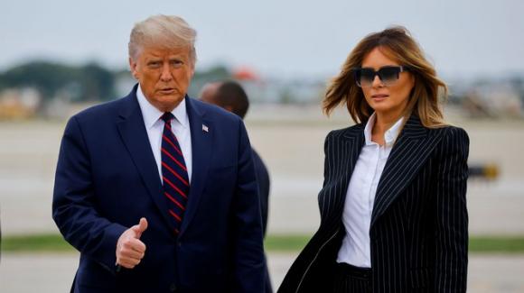 Vợ chồng ông Donald Trump đến Ohio hôm 29/9 để tranh luận với ông Joe Biden, khi đó có khả năng họ đã nhiễm virus Corona mới (Ảnh: Reuters).