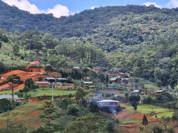 Vụ 54 căn nhà trái phép dưới chân núi Voi: Đơn vị nào đã cấp điện? - Ảnh 2.