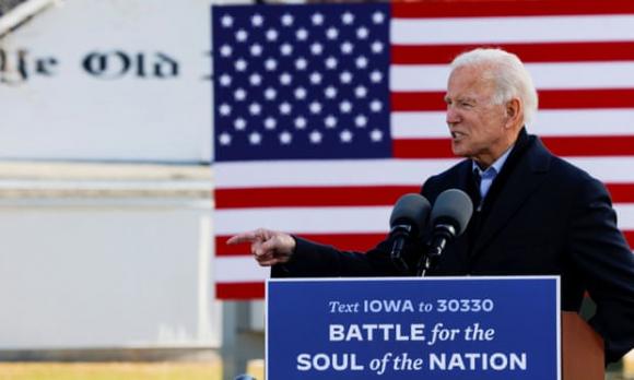 Joe Biden vận động tranh cử ở bang Iowa tháng trước. Ảnh: Reuters.