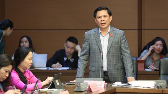 Bộ trưởng Bộ GTVT Nguyễn Văn Thể thảo luận tại tổ sáng 11.11 /// Ảnh Ngọc Thắng